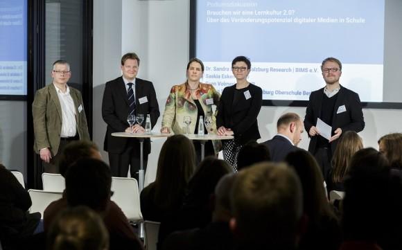 v.l.n.r.: Stefan Schober, Sven Volmering MdB, Dr. Sandra Schön, Saskia Esken MdB, Jöran Muuß-Merholz (Foto: Thomas Imo/ photothek.net)