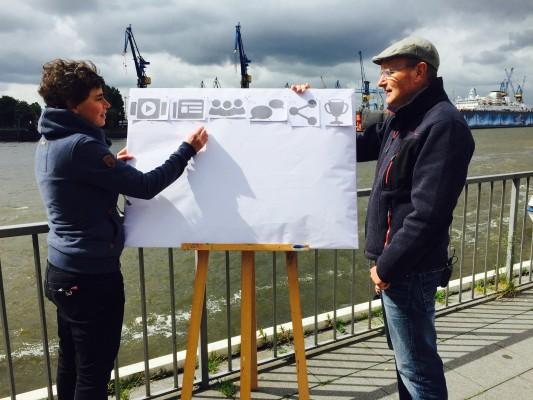 Nina Oberländer und Joachim Sucker erklären den ichMOOC