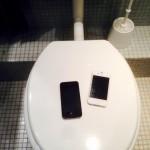 Smartphone auf dem Klo
