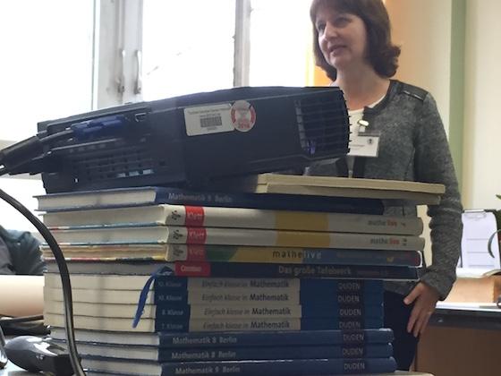 Digitale Schule (Beamer auf Schulbüchern)