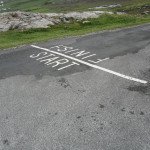 Foto: Start/Finish line at Malin Head von David Jones unter CC BY 2.0 via flickr
