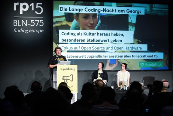 Daniel Seitz presents the long night of coding; photo-credit: re:publica/Gregor Fischer (CC BY-SA 2.0)