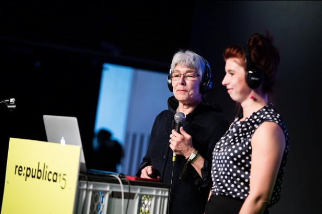 Carline and Ilse Mohr demonstrated how generations can both be active on the internet; photo-credit: re:publica/Gregor Fischer (CC BY-Sa 2.0)