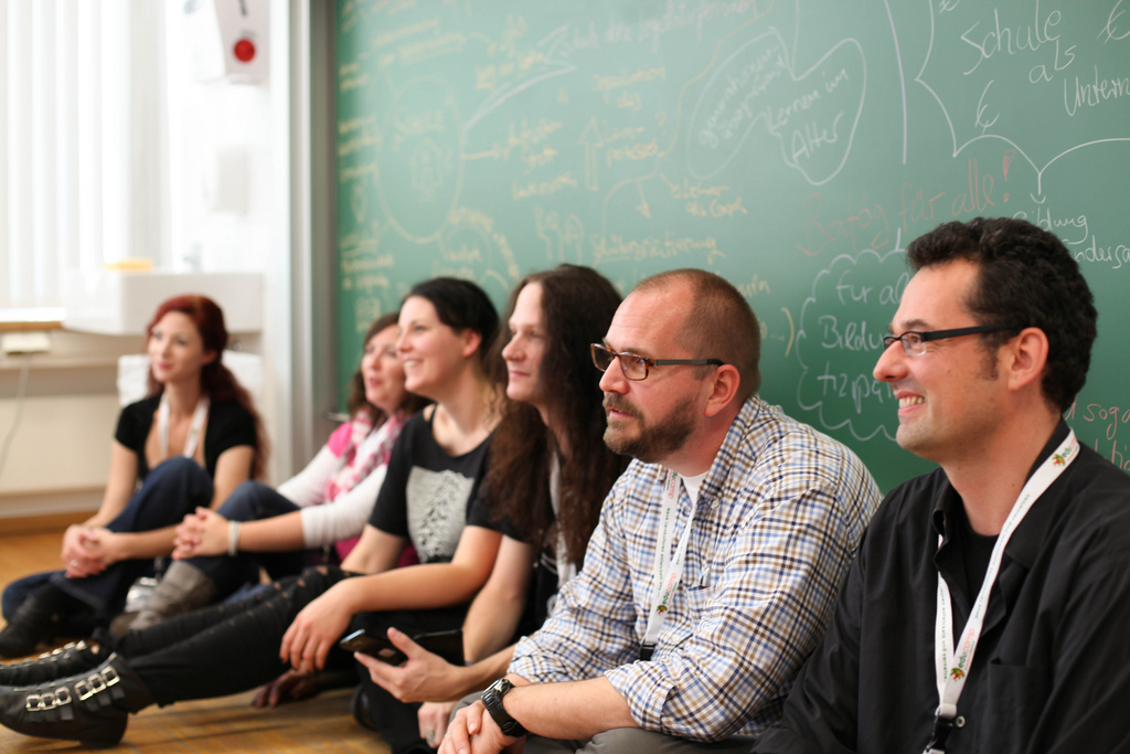 sitzende Personen: Session Bildungsutopia. Foto von Lisa Luthardt für glw102012 unter CC BY SA 3.0.