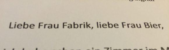 """Ausdruck einer E-Mail mit der Anrede """"Liebe Frau Fabrik, liebe Frau Bier"""""""