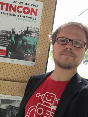 """TINCON 2016: Jöran als Helfer, hier """"friendly robot"""" genannt"""