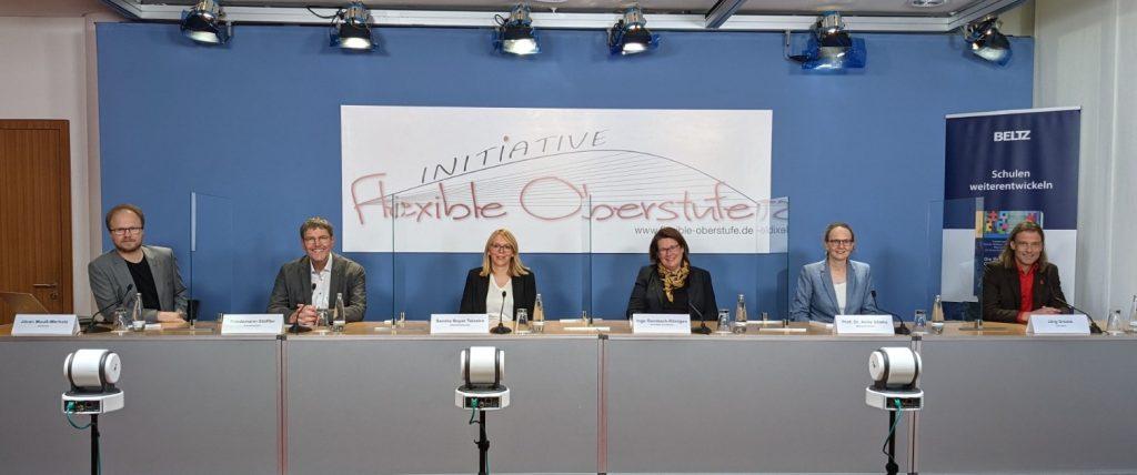 Podium bei der Bundespressekonferenz